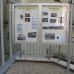 Tablica ogłoszeń przed wejściem