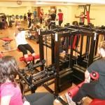Dziewczęta w trakcie zajęć z wychowania fizycznego w siłowni #2