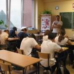 Uczniowie w sali lelcyjnej w trakcie zajęć z mgr. Krzysztofem Pękalą
