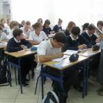 Uczniowie w jednej z sal lekcyjnych